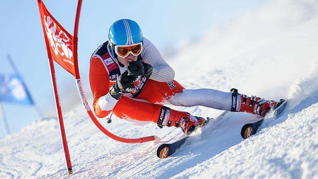 Sylwester Latusek tokolejna nowa twarz wAkademickim Pucharze Polski. Jak widać - narty ma nanogach niepierwszy raz.