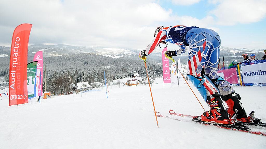 Przemek Gałuszka rusza natrasę pierwszego przejazdu slalomu.
