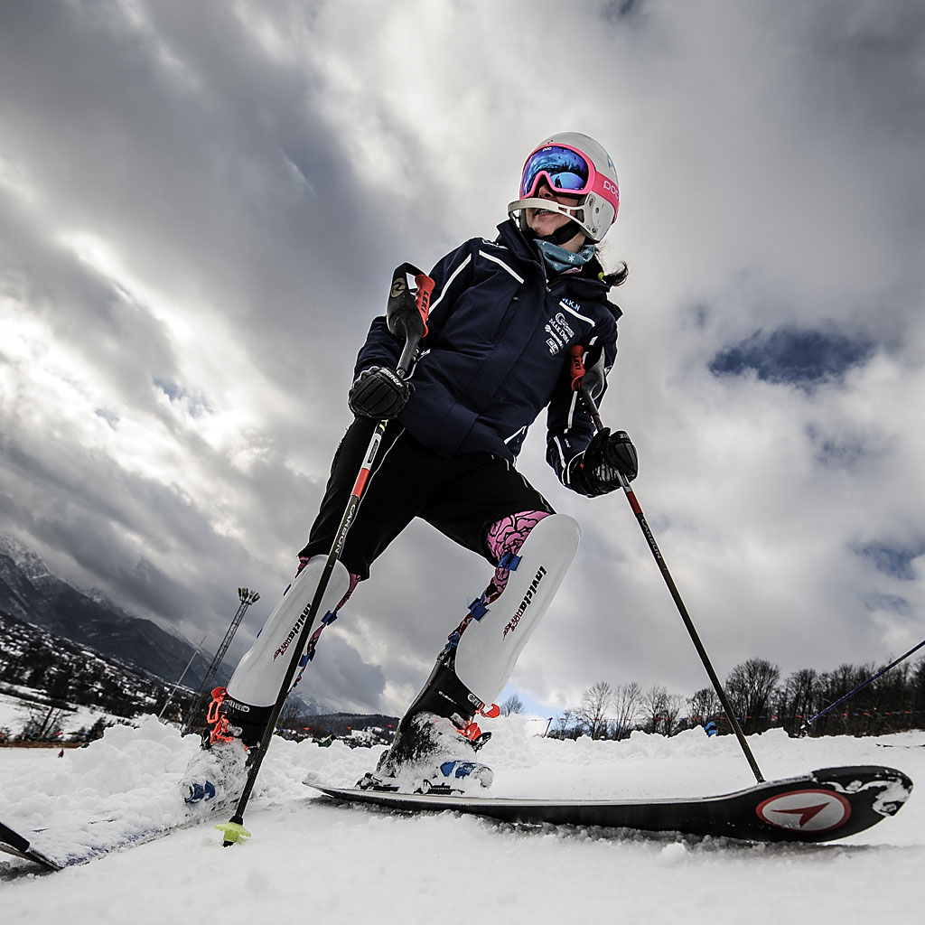 Katarzyna Ostrowska podczas oglądania trasy slalomu