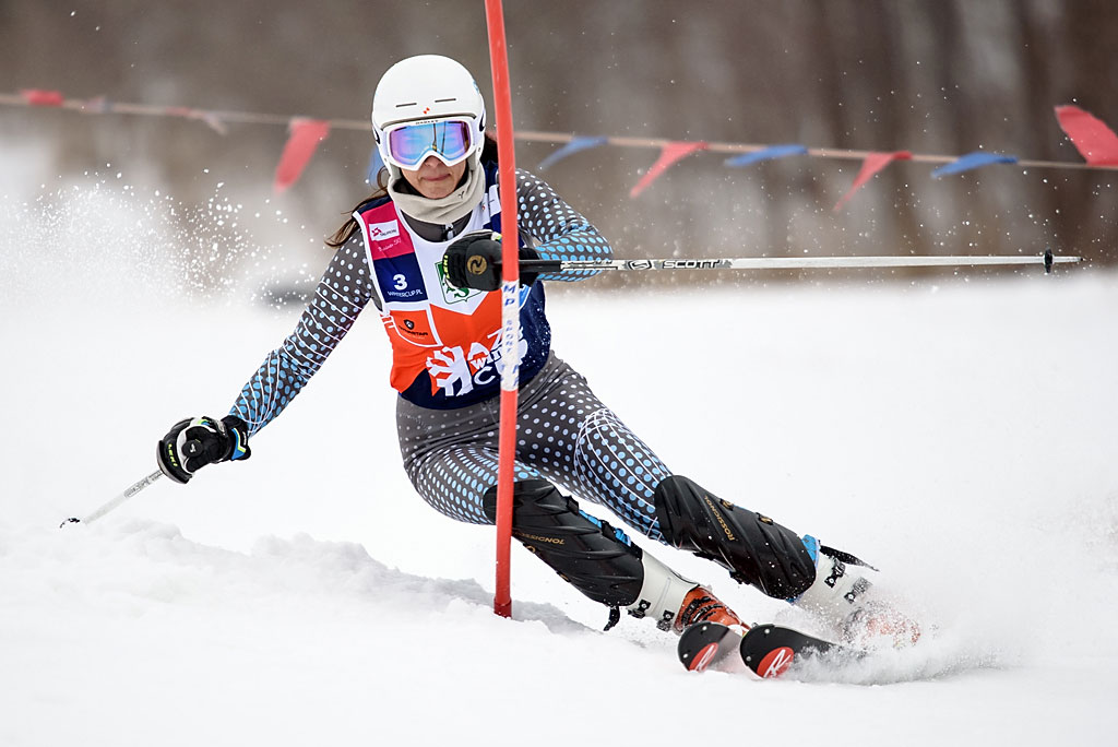 Magdalena Niewiadoma walczy omedal natrasie pierwszego przejazdu slalomu