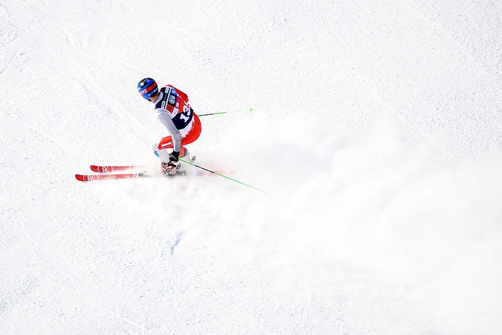 Wojtek Szczepanik wraca poprzerwie naareny AZS Winter Cup - nazdjęciu hamuje powyczerpującym gigancie