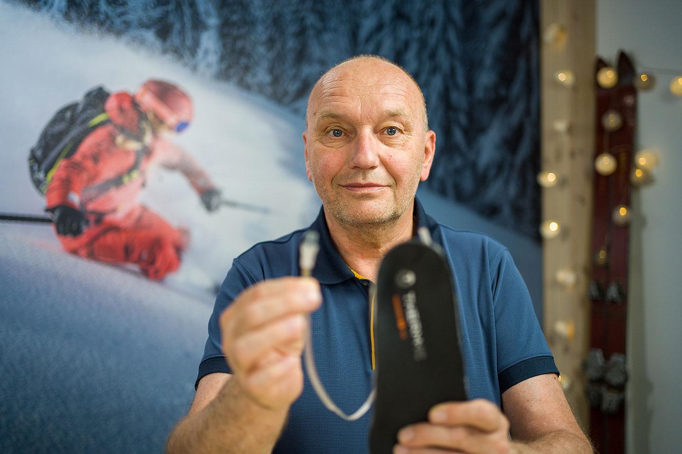 marznące stopy na nartach